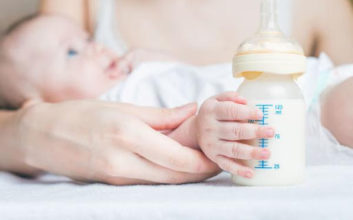 Breastfeeding VS Formula Feeding